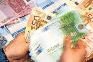 Курс евро на межбанке продолжил падение
