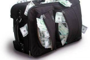 В Киеве ограбили мужчину, который снял в банке 100 тысяч долларов