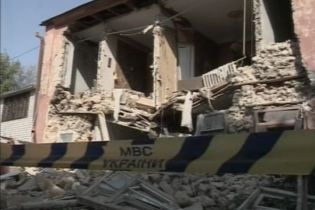 В Херсоне упала стена жилого дома (видео, обновлено)