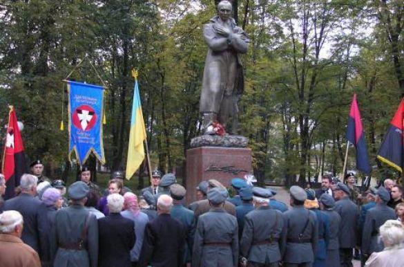 Пам'ятник Бандері у Дрогобичі