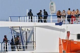 Пираты угрожают взорвать судно Faina (видео)