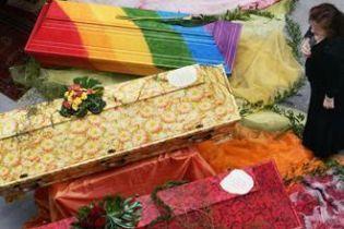 В Германии гробы разрисовывают цветными красками