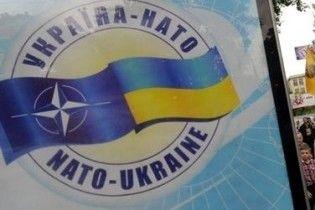 Украина пообещала за два года увеличить число сторонников НАТО в 2,5 раза