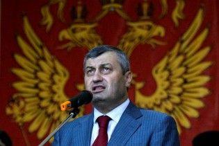Самолет с президентом Южной Осетии вынужденно сел в Хельсинки