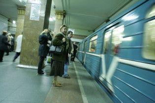 "На станции метро ""Крещатик"" под поездом погиб мужчина"