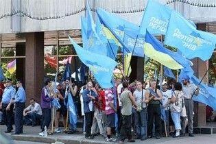Сторонники Партии регионов окружили Верховную раду