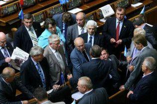 Партия регионов заставит депутатов ежедневно петь хором