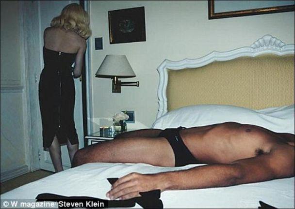 В Интернете появились фото голого любовника Мадонны