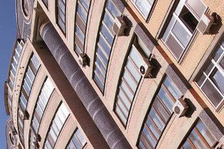 Эксперты: цены на недвижимость продолжат падать