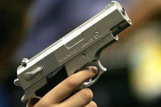 Грабитель сломал пистолет во время ограбления фаст-фуда