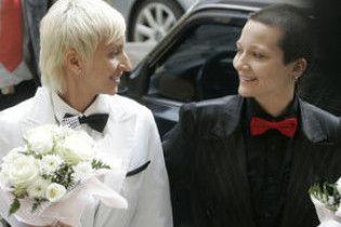 В США впервые в истории посвятили в епископы лесбиянку