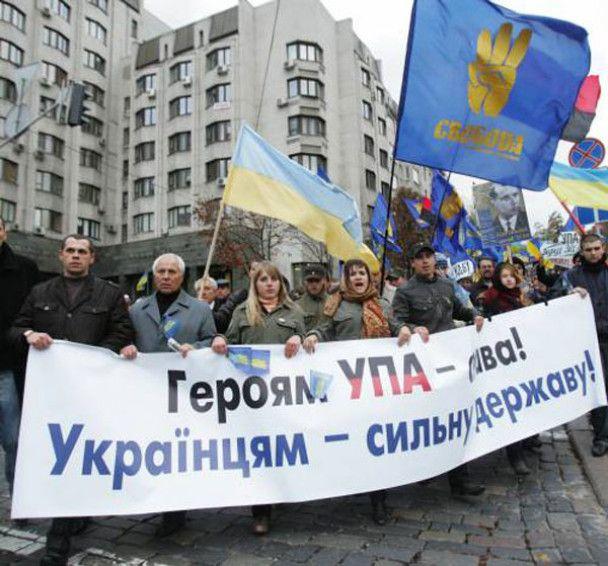 """Активисты """"Свободы"""" разгромили выставку, посвященную жертвам УПА"""