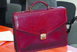 На Кировоградщине у главы избиркома украли портфель со списками и печатью