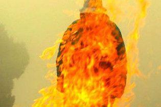 На Луганщине муж облил жену бензином и поджег