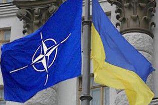 НАТО не будет сокращать сотрудничество с Украиной