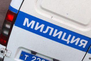 В Полтавской области двое мужчин, вооруженные пистолетом и электрошокером, ограбили почту