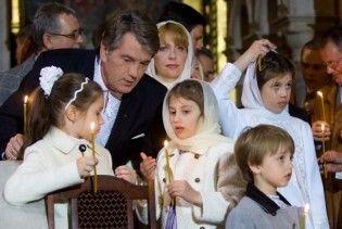 Во львовской церкви Ющенко изобразили рядом с Богородицей