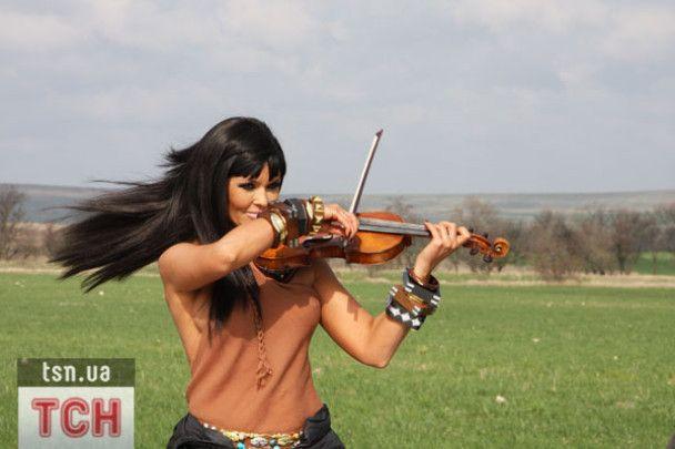 Асия Ахат собралась покорить Европу