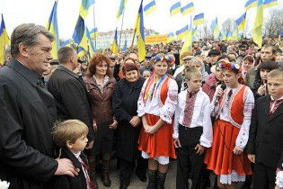 Ющенко задолжал жителям Хоружевки по пять гривен