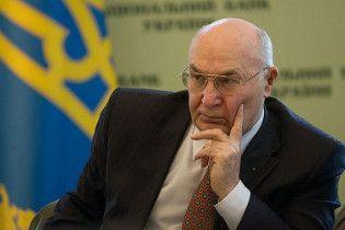 Янукович не будет увольнять Стельмаха с должности главы НБУ