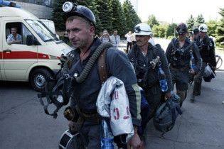 Янукович присвоил трем шахтерам звание Герой Украины