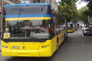 В Киеве под троллейбусом нашли женщину с отрезанной головой