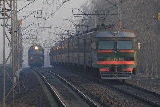 В Керчи машина врезалась в поезд, два человека травмированы
