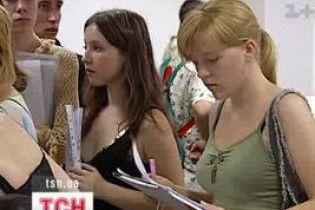 В этом году выпускник имеет право подавать документы в пять вузов