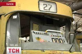 Трамвай сошел с рельсов в Днепропетровске: 14 пострадавших