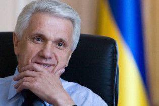 Литвин признался, что живет на одну зарплату на государственной даче