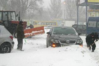 Из-за снегопада закрыто движение транспорта между Донецком и Мариуполем