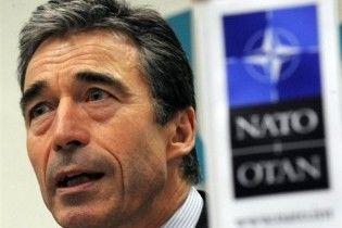 Генсек НАТО поздравил Януковича