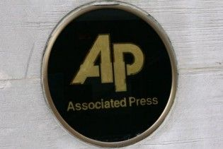 Associated Press сравняло в правах блог и СМИ