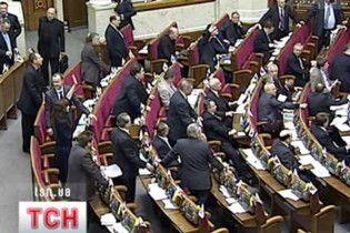 БЮТ покинул Раду из-за дачи Януковича