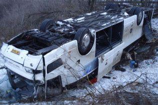 В Австрии автобус с туристами протаранил два грузовика