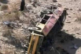 В Боливии грузовик с пассажирами упал в пропасть с 200-метровой высоты