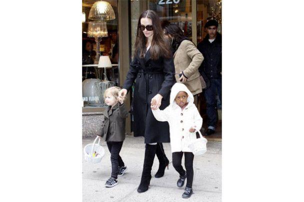 Джоли призналась, что кормит своих детей кузнечиками