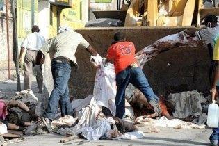 Жители Гаити заблокировали дороги трупами, протестуя против задержки помощи