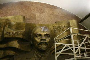 В киевском метро во главе Ленина выжгли пятиконечную звезду