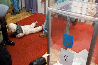 На участке в Киеве избиратель проголосовал 20 раз