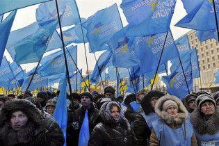 У ЦИК уже митингуют 300 сторонников Януковича
