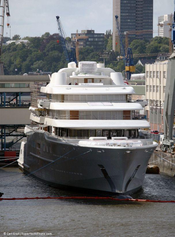 Абрамович наконец купил самую длинную яхту в мире