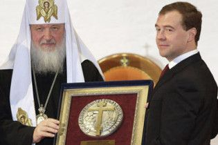 Патриарх Кирилл наградил Медведева премией имени Алексия II