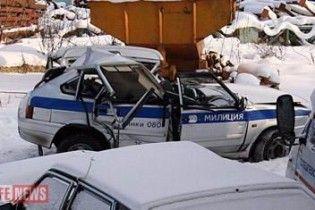 В Подмосковье милиционеры с проститутками попали в ДТП на служебной машине