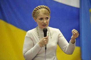 Тимошенко поехала на юг раздавать автобусы