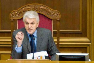 Литвин намекнул, что закон Януковича спасет Тимошенко