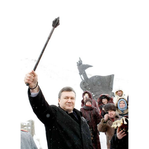 Янукович в Запорожье махал саблей