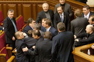Депутаты устроили в Раде скандал с использованием нецензурной лексики