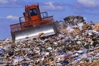 Азаров предложил Mitsubishi заняться киевским мусором
