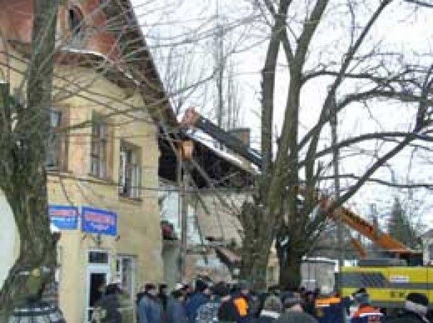 Из-под завалов дома в Днепропетровской области спасены 14 человек